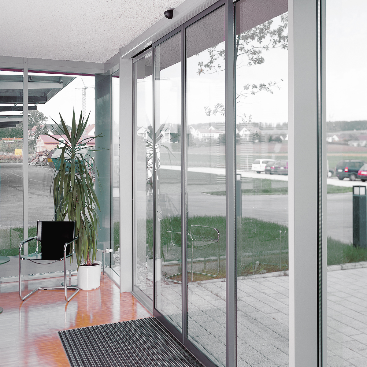 Dorma st flex automatic sliding door system with slender