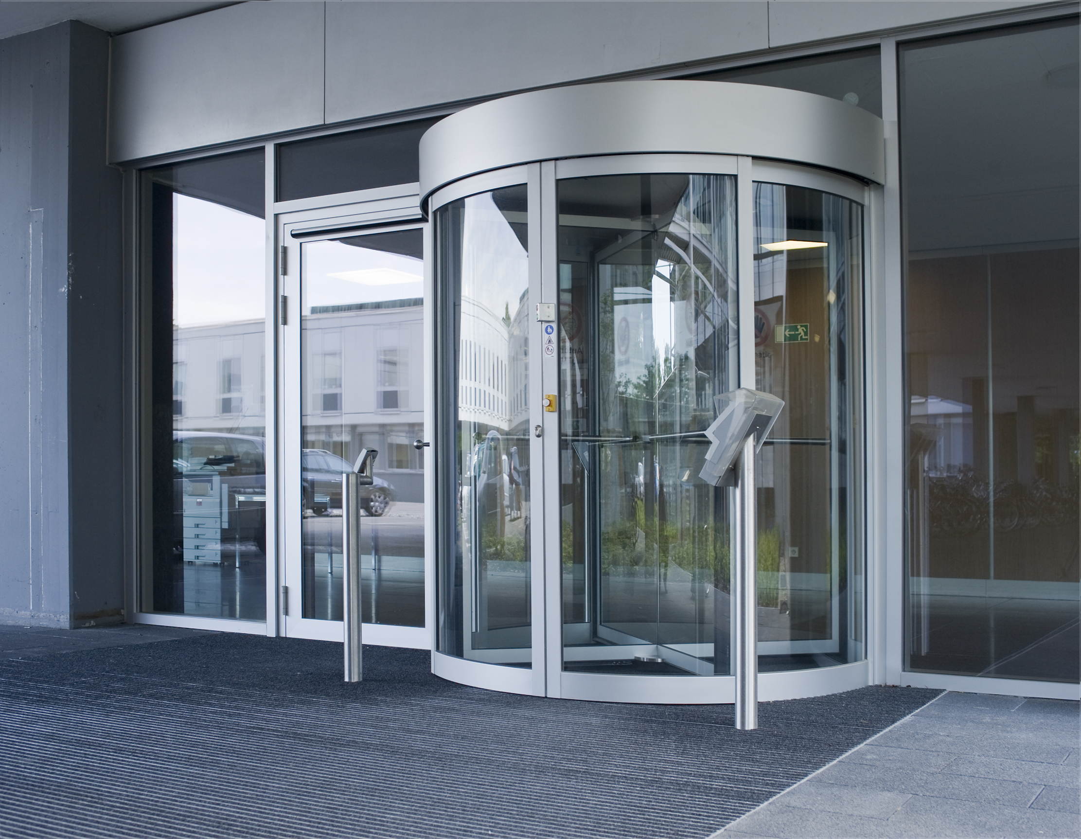Security Revolving Doors And Security Turnstiles