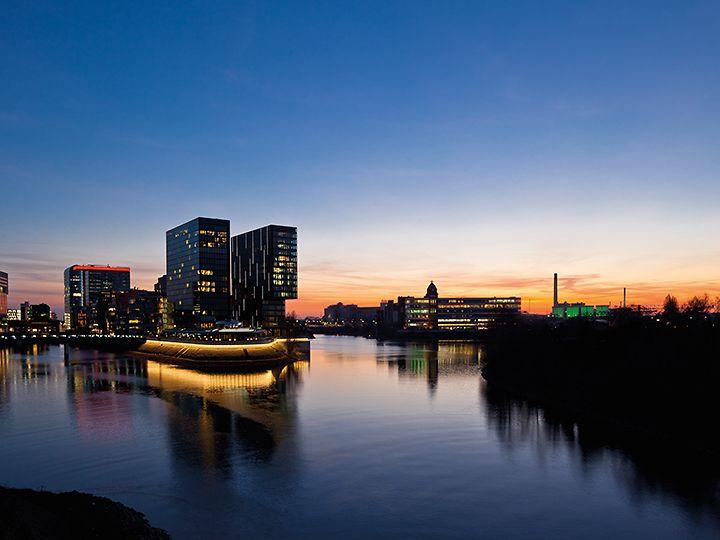 pic1_Hyatt Regency Düsseldorf_Außenansicht-dunkel