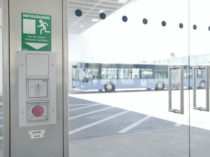 Zabezpieczenie Drzwi Na Drodze Ewakuacyjnej Terminale Tms